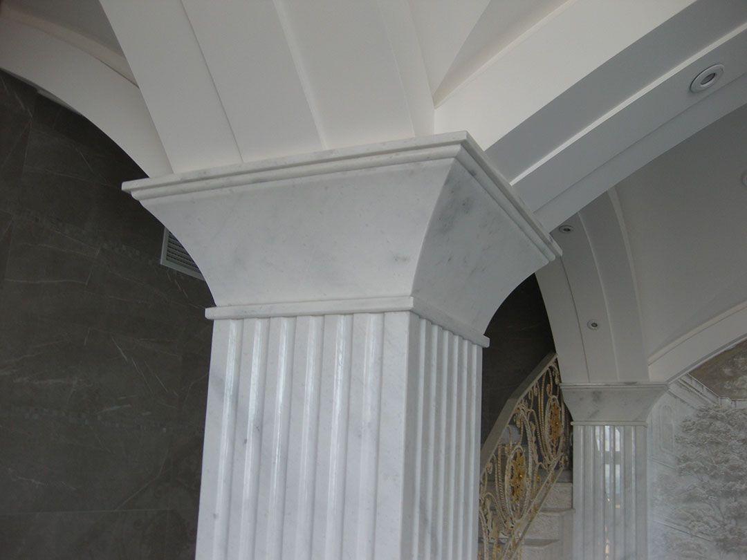 балясины и колонны из мрамора